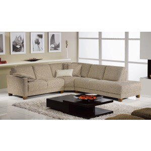TOSCA Sectional By ROM
